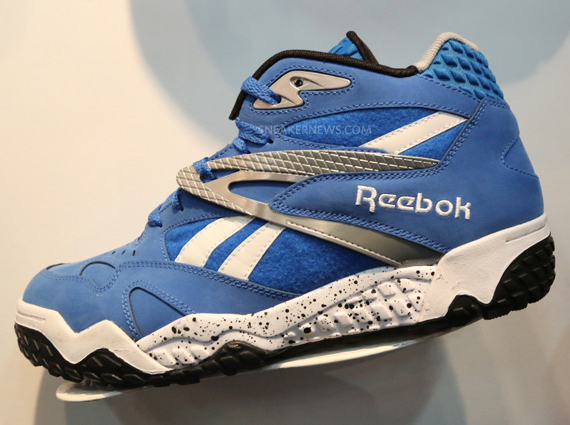 reebok-scrimmage-mid-navy-gold-white-pumpmylife-014