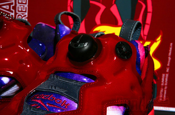 reebok-insta-pump-fury-gundam-packaging-12-570x374
